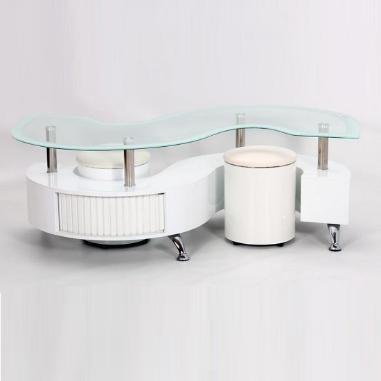 View Mantis glass coffee table in white high gloss with 2 stools